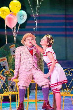 Nazanin Ezazi als Clown - Oper Graz